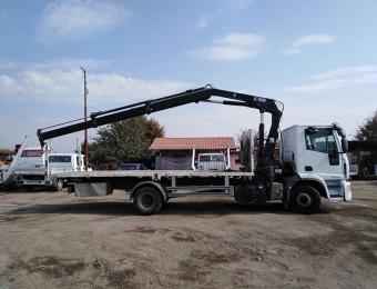 Камион с кран с товароносимост до 10 тона товар