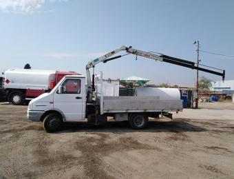 Камион с кран за транспортни услуги