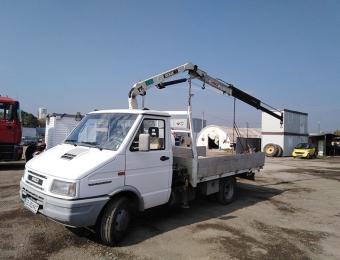 Камион с кран с товароносимост до 3 тона товар